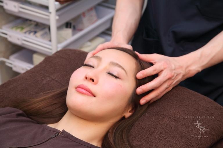 大阪・住之江の寺澤式美容鍼の小顔マッサージ