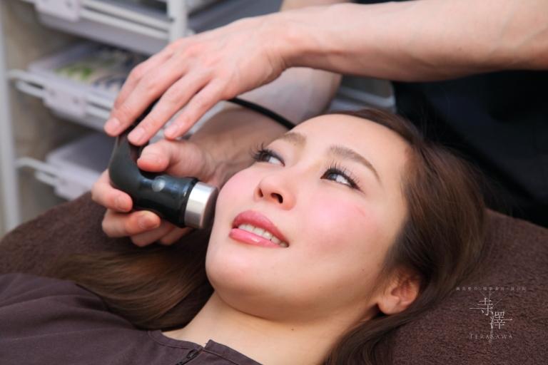 大阪・住之江の寺澤式美容鍼の小顔美容液超音波