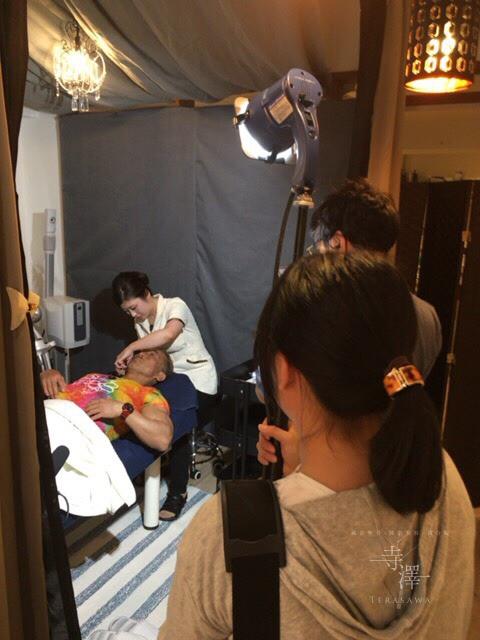寺澤の姉妹院にテレビ取材!格闘家・角田信朗さんが美容鍼施術